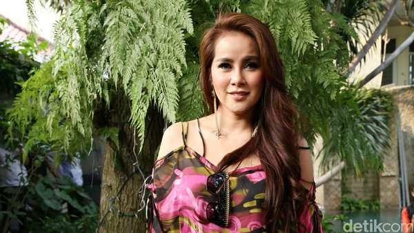 Olla Ramlan, Definitely Hot Mom