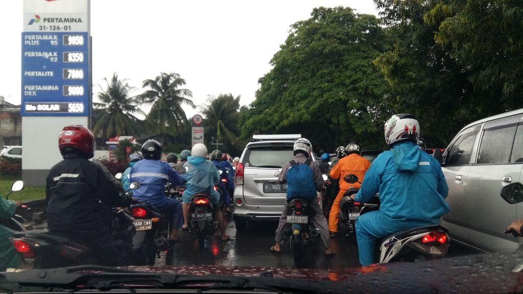 Lenteng Agung Arah Pasar Minggu Macet Usai Diguyur Hujan