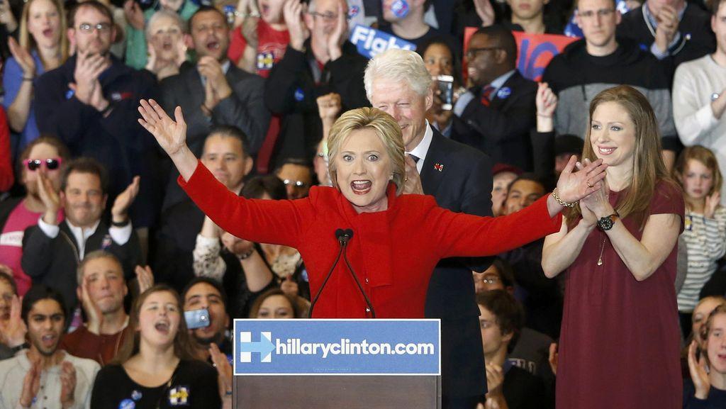 Pemilihan Awal di Iowa, Hillary Clinton dan Bernie Sanders Sama Kuat
