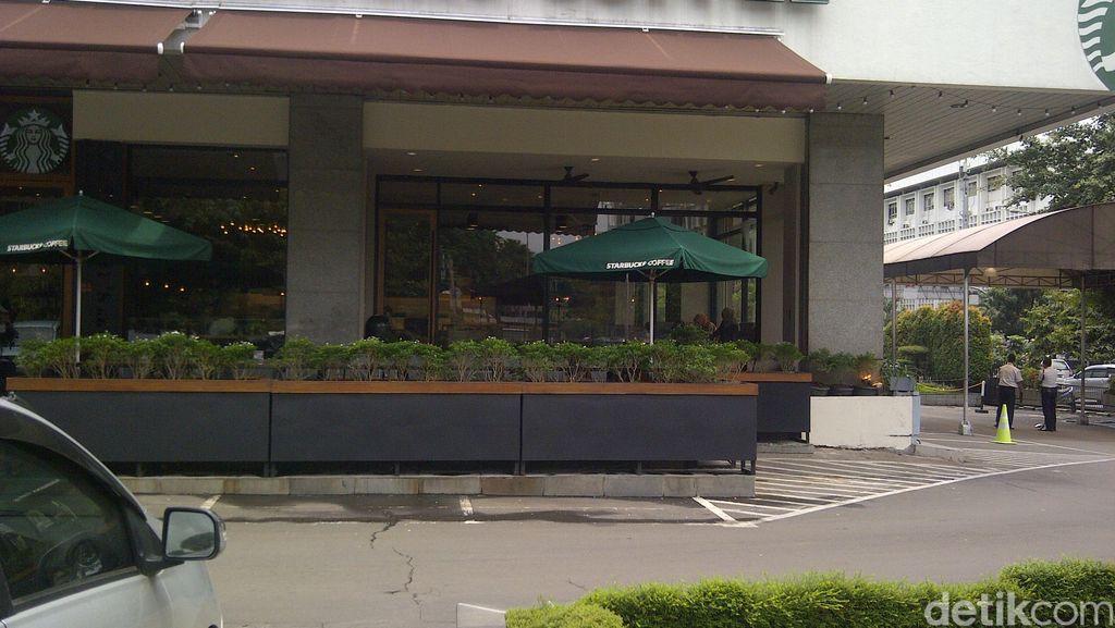 Starbucks Tempat Bom Thamrin Sudah Buka Lagi, 2 Satpam Berjaga