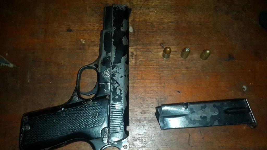 Todongkan Pistol saat Motornya Diberhentikan Polisi, Mahasiswa Dibekuk