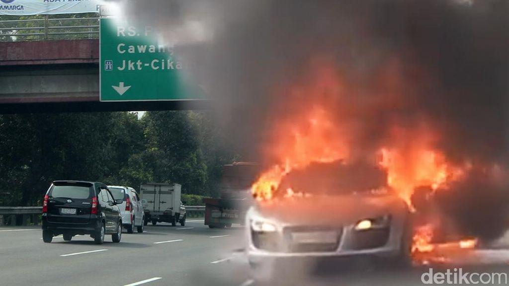 Mobil Terbakar di Fly Over Slipi, 3 Unit Damkar Meluncur