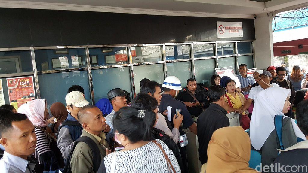 PT KCJ Menang Banyak! Penumpang Banyak yang Protes Soal Rp 2.000