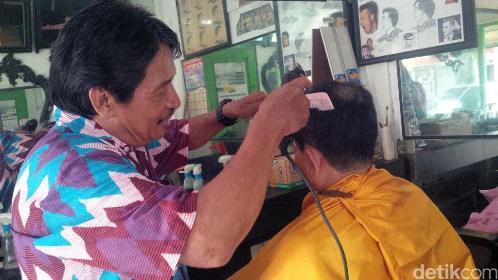 Kenangan Darman tentang Sri Paku Alam IX dan Rambut di Dalam Amplop