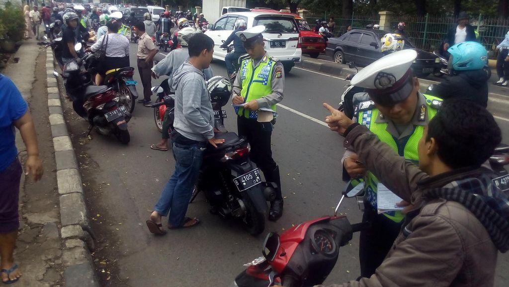 Jangan Ditiru! Bikers ini Terjaring Operasi TNI-Polri di Jl Raya Bogor