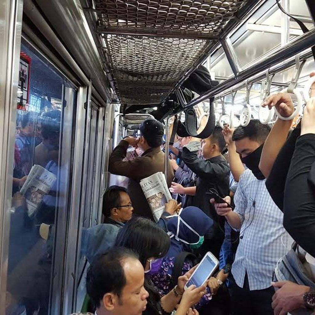 Antrean di Stasiun Manggarai Dikeluhkan Penumpang, Jadwal Commuter Line Molor