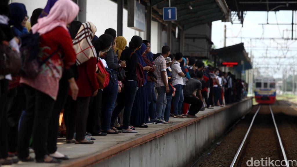 PT KCJ: Stasiun Manggarai Padat tapi Semua Perjalanan Tetap Normal