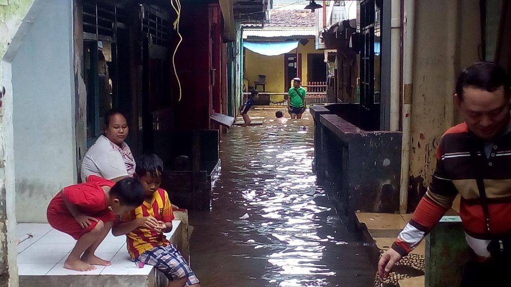 Banjir di Kampung Pulo Tak Separah Dulu, Warga pun Enggan Mengungsi