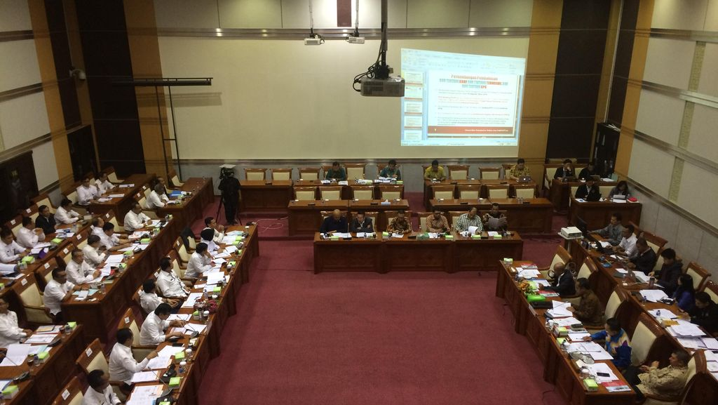 Menkum Rapat dengan Komisi III DPR, Bahas Revisi UU KPK hingga Terorisme