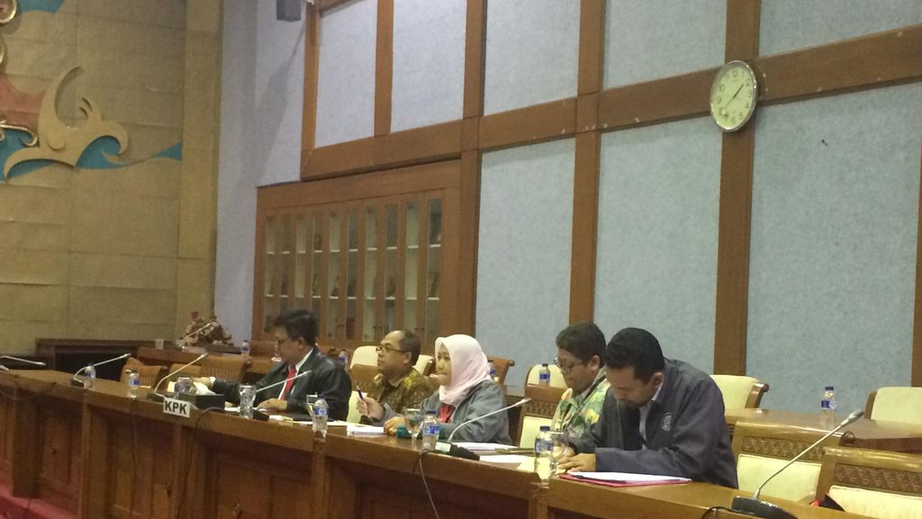 KPK Serahkan Surat Tolak Revisi UU ke DPR