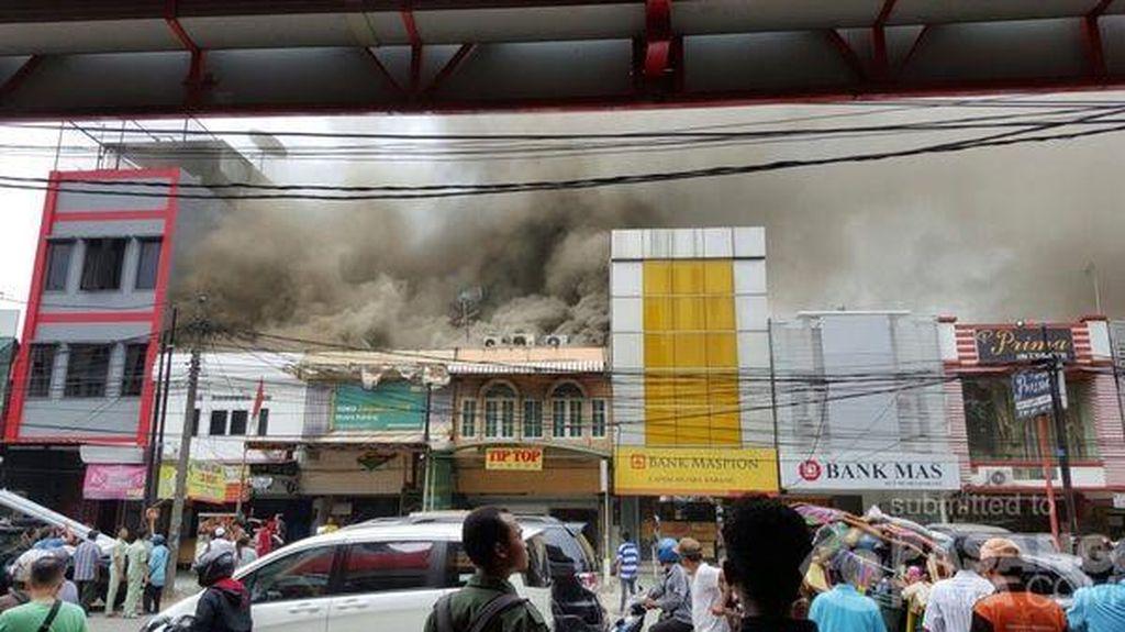 Api Lalap Toko Kue di Ruko di Muara Karang