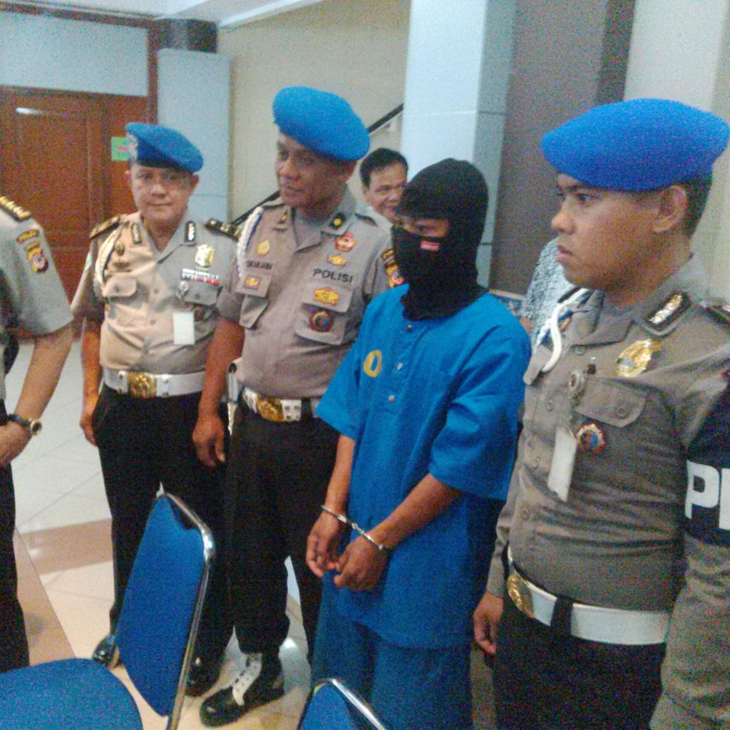 Polisi Sergap Pria Berpistol dan Berkalung Mabes Polri yang Bawa Ganja