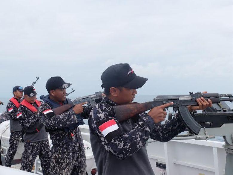 Bakamla Rutin Latihan Menembak di Laut untuk Antisipasi Situasi Berbahaya