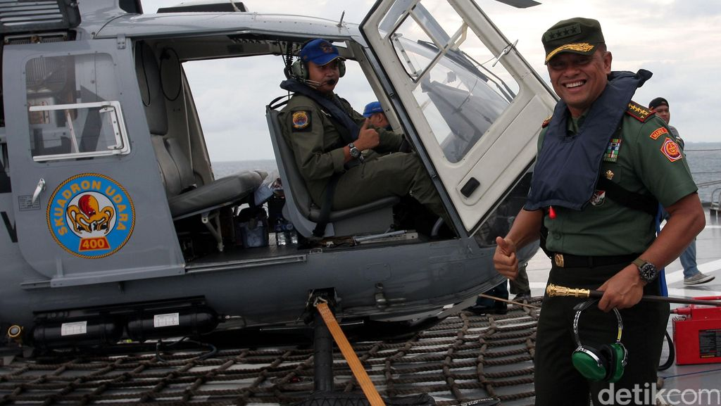 Terima Penghargaan dari Kapolri, Jenderal Gatot: Ini Tanda TNI-Polri Bersatu