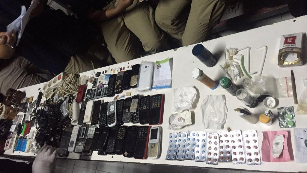Polisi Razia LP Karawang, 46 Napi Diamankan karena Positif Narkoba