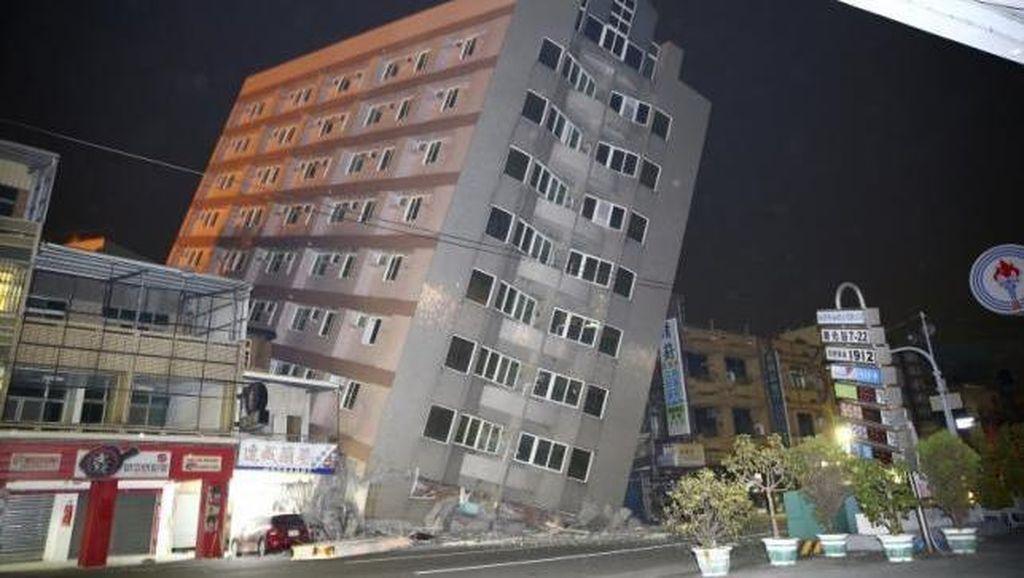 Gempa 6,4 SR Guncang Taiwan, Apartemen Roboh dan Penghuni Terjebak