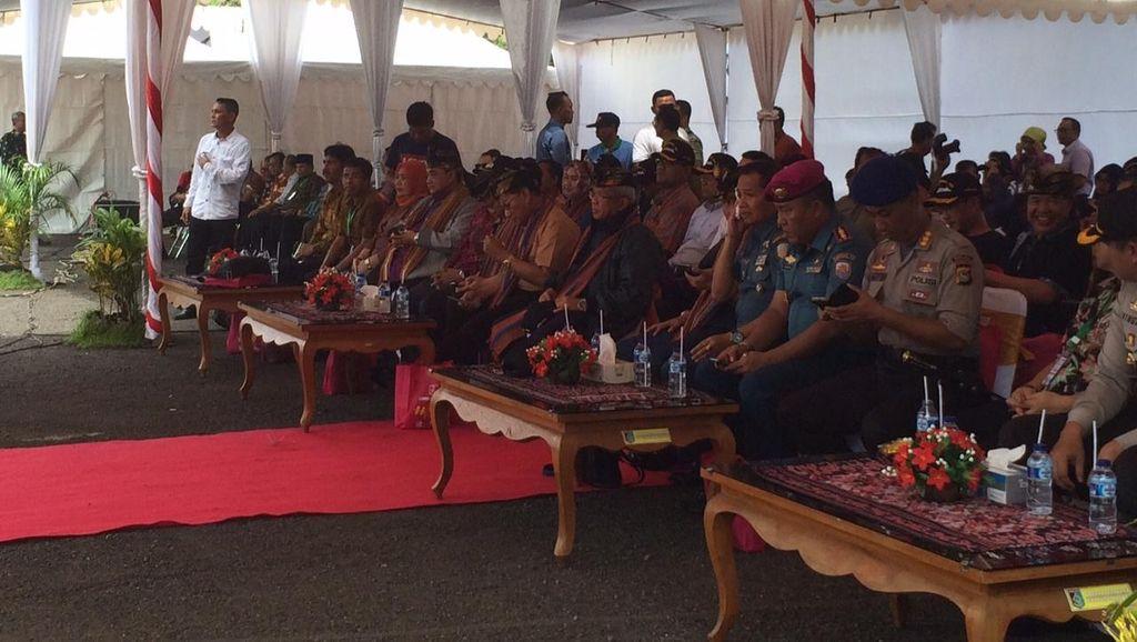 Setelah 24 Jam Berlayar, Peserta Hari Pers Nasional Tiba di Lombok