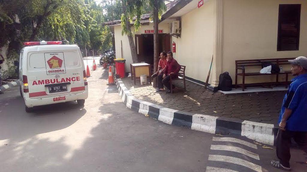 Selesai Diautopsi, Jasad Bocah SD Korban Pembunuhan Dibawa dari RS Polri