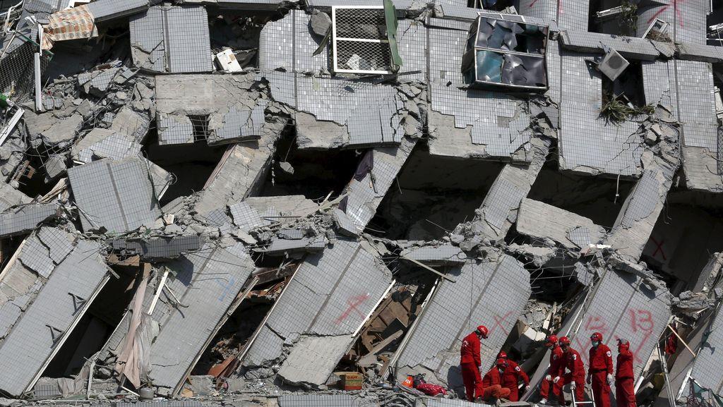 Taiwan Interogasi 3 Tersangka Terkait Robohnya Gedung 16 Lantai Saat Gempa