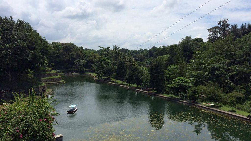 Melihat Replika Gunung Rinjani di Taman Narmada Lombok Barat