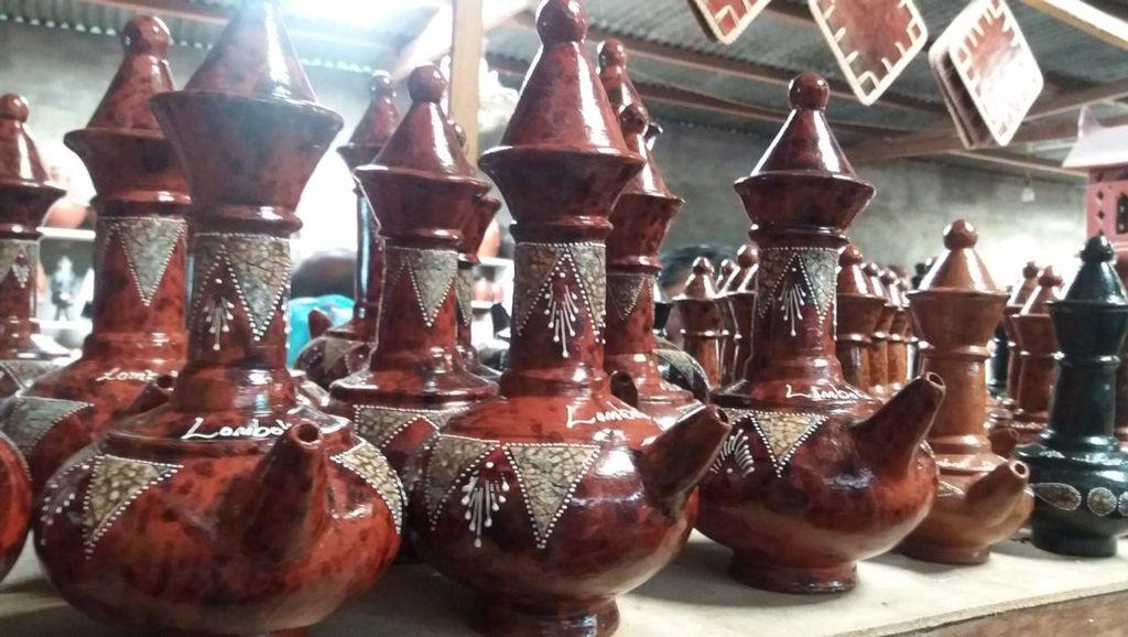 Kendi Maling Khas Lombok, Diisi dari Bawah Keluar dari Atas
