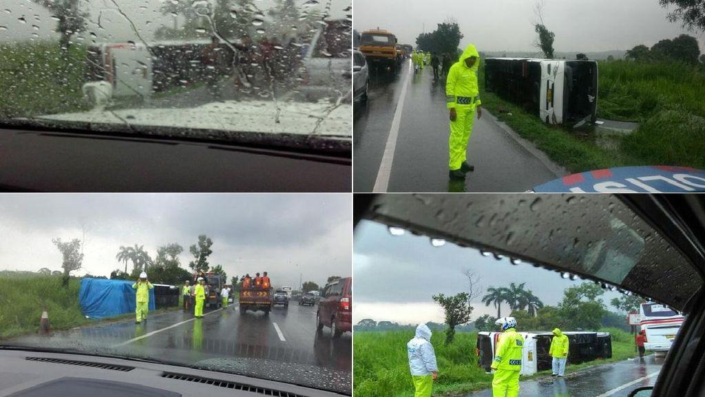 Ada Bus Terbalik, Tol Cikampek Arah Jakarta Macet 20 Km