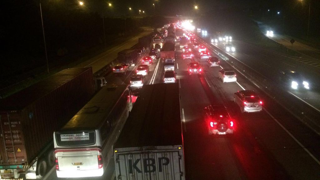 Polisi: Tol Cikampek Lancar Setelah Km 41, Mobil Diimbau Jalan Terus
