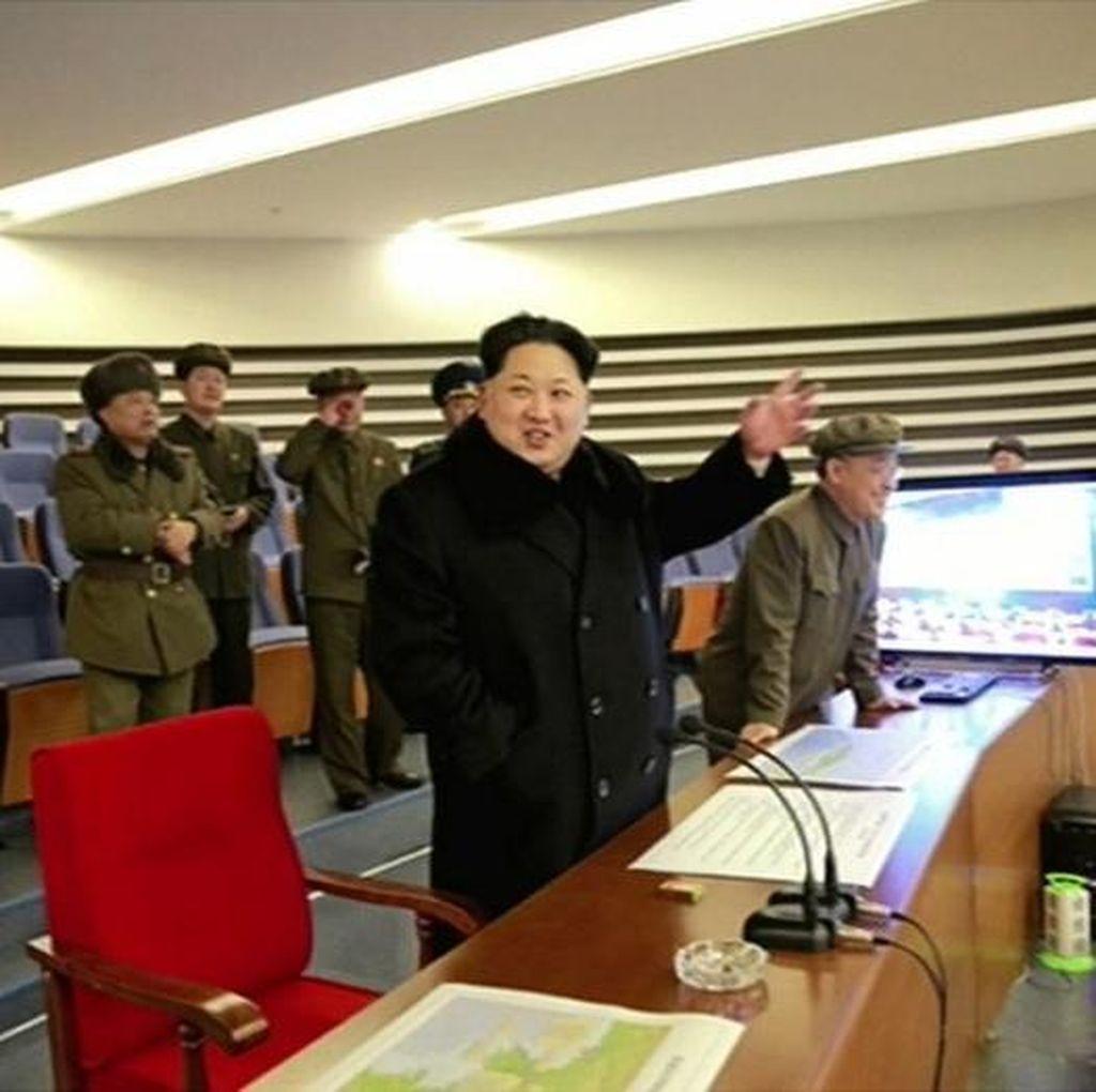 Meski Dapat Kecaman PBB, Kim Jong Un Tersenyum Melihat Peluncuran Roket