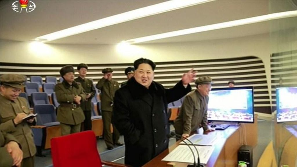 Meski Dikecam PBB, Kim Jong Un Tersenyum Melihat Peluncuran Roket