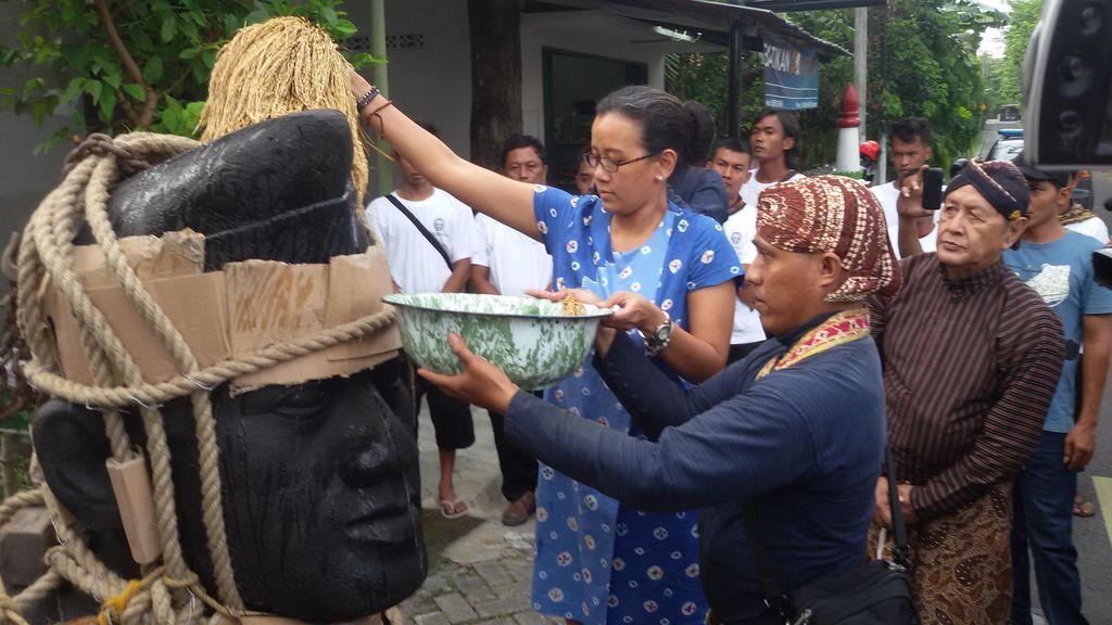 Patung Sultan Hamengku Buwono IX Karya Roestamadji Dipindahkan ke Keraton