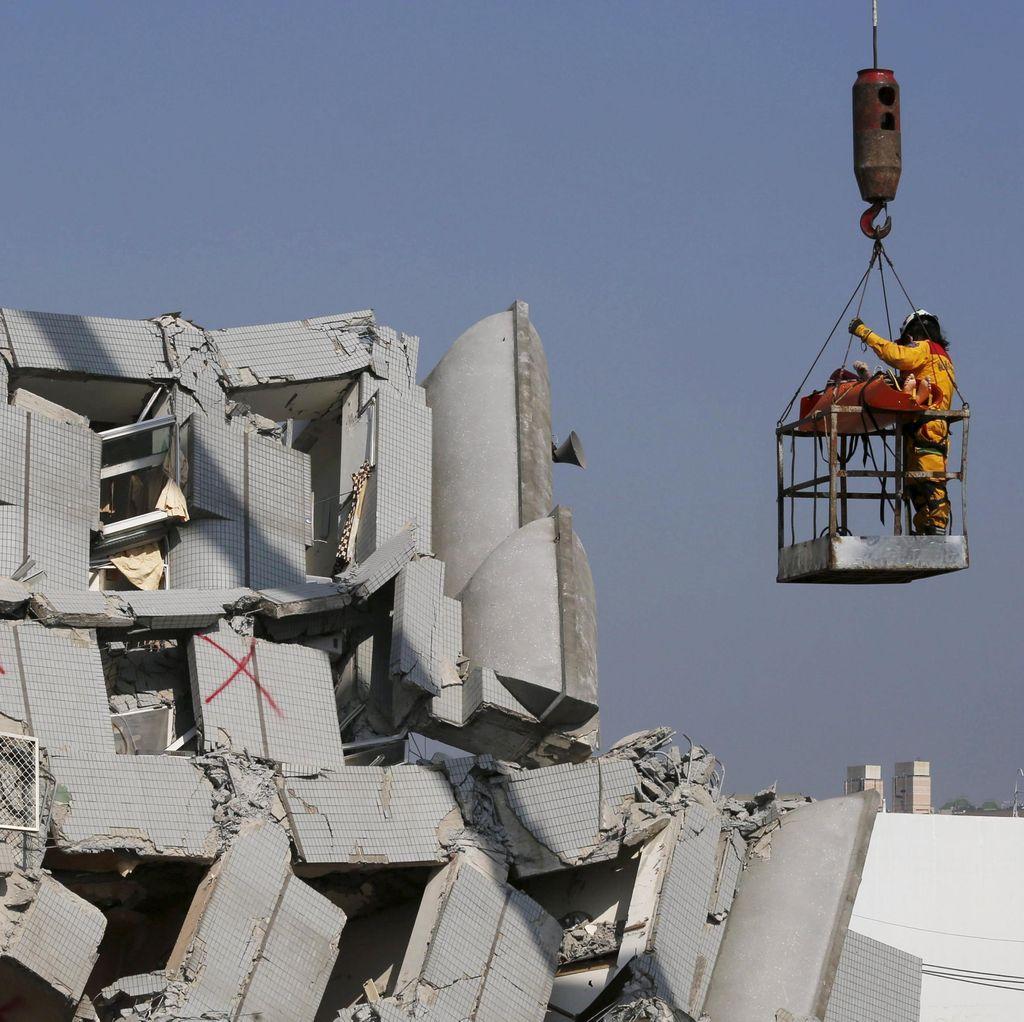 100 Orang Hilang Usai Gempa Taiwan, Tim Penyelamat Berpacu dengan Waktu