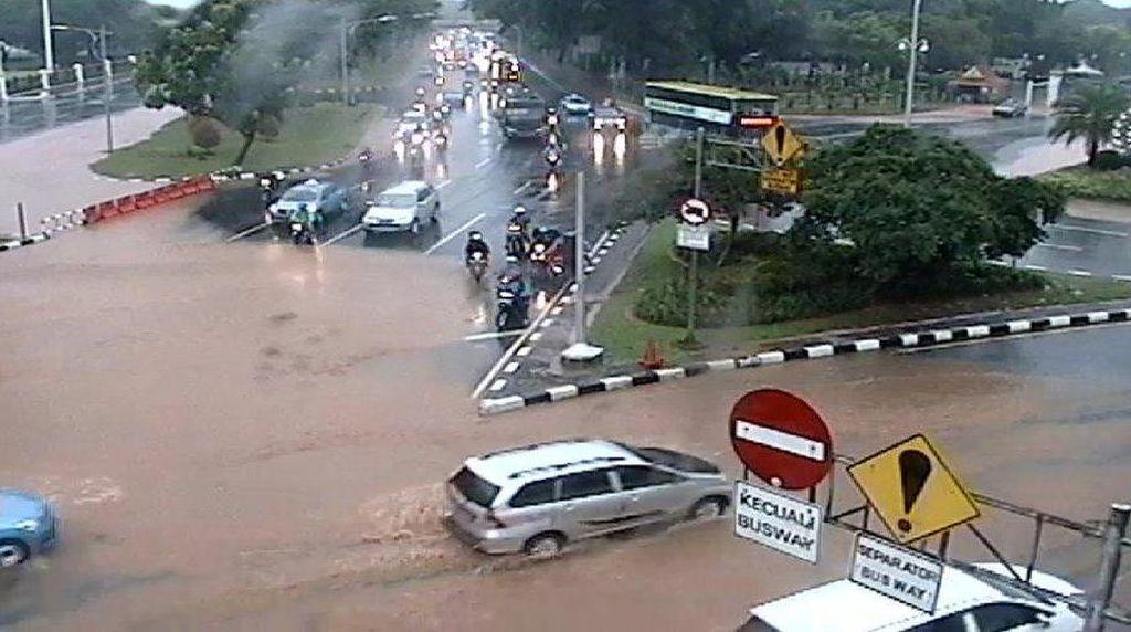 Jalan Medan Merdeka Utara Tergenang Air