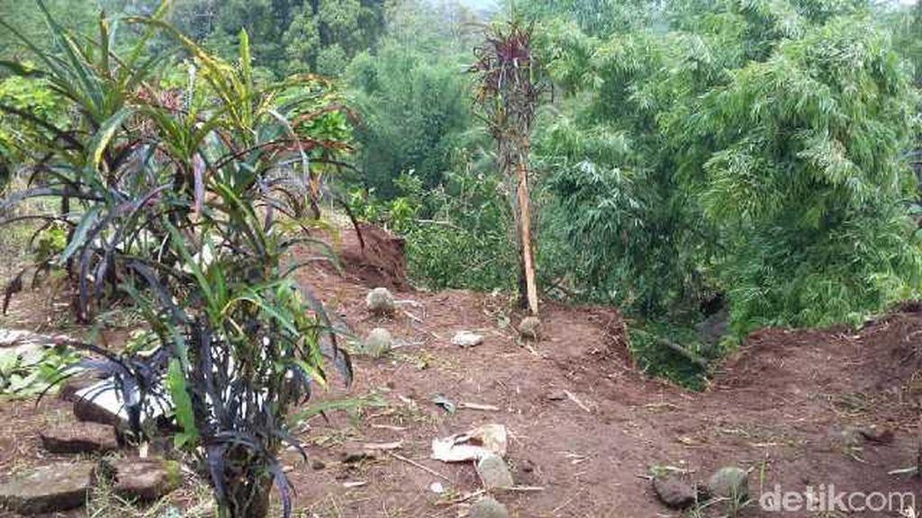 Pemakaman di Tasikmalaya Longsor, Jenazah dan Kerangka Berserakan