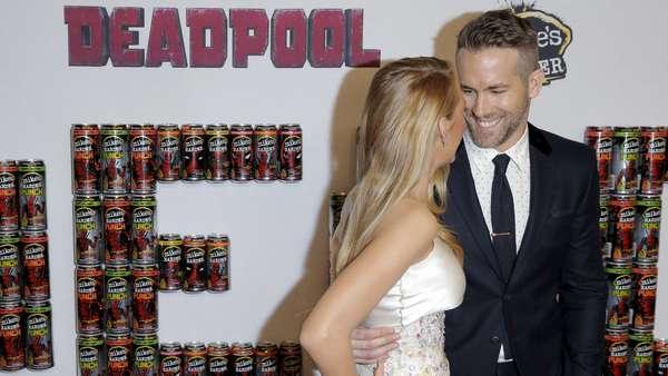 Jangan Iri Guys! Ryan Reynolds dan Blake Lively Mesra di Premiere Film Deadpool