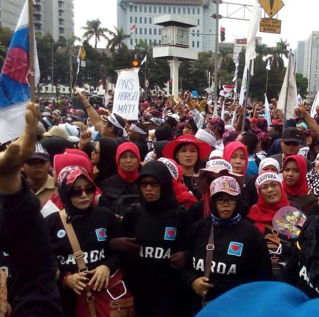 Begini Suasana Saat Tenaga Honorer Demo di Istana Ingin Jadi PNS