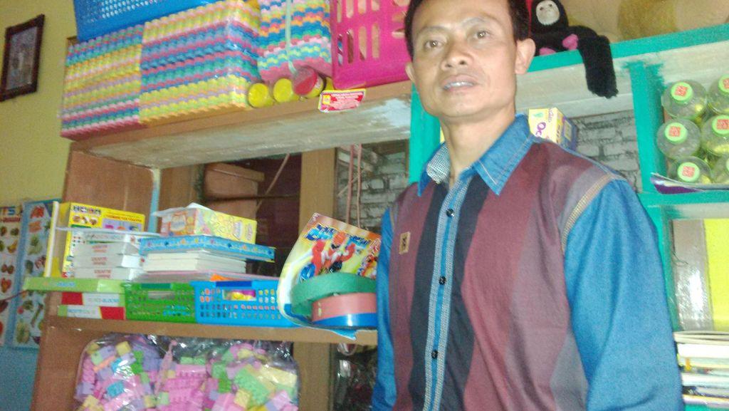 Kang Jack Sisihkan Uang Hasil Juru Parkir Demi Sekolah Gratis Tetap Eksis