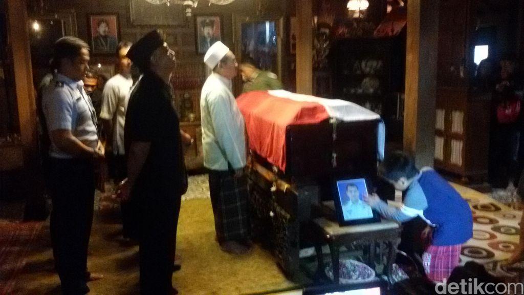Tiba di Rumah Duka, Jenazah Mayor Pnb Ivy Langsung Disalatkan