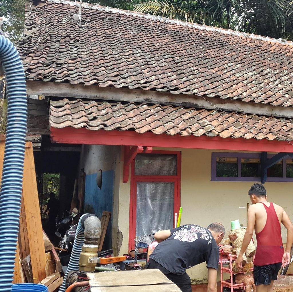 Tiga Rumah di Bukit Ligar Rusak Dihantam Banjir Bandang