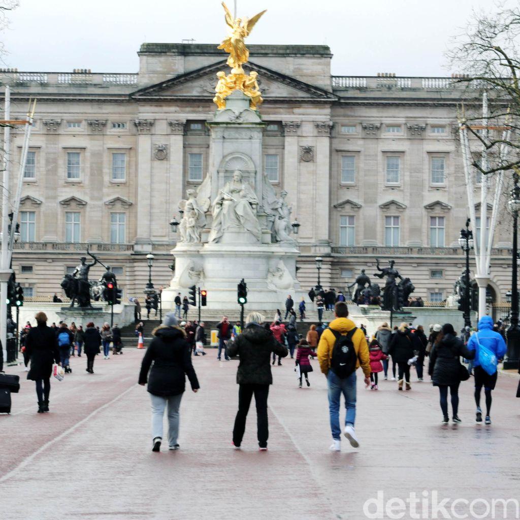 Jalan Pagi di Sekitar Istana Buckingham