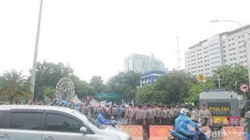 Ingin Bertemu Jokowi, Ribuan Guru Honorer Demo di Depan Istana Lagi