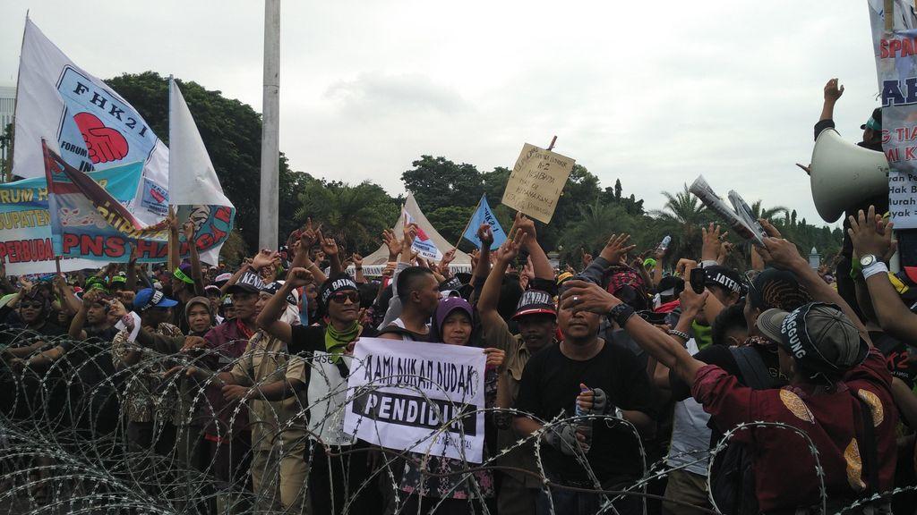 Ada Ribuan Guru Honorer Demo, Jl Medan Merdeka Barat Arah Thamrin Ditutup
