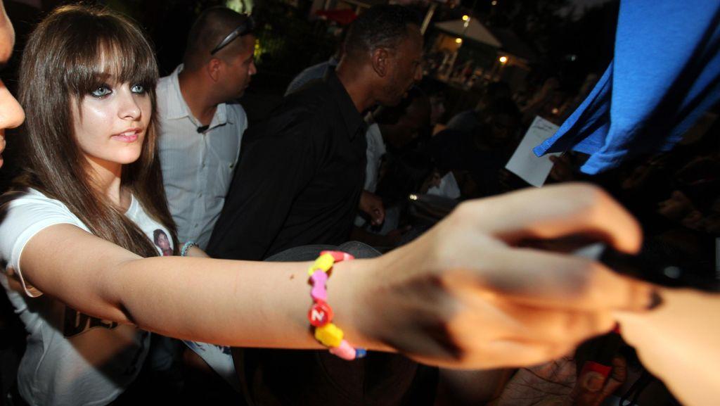 Tertekan, Putri Michael Jackson Kecanduan Minuman Keras