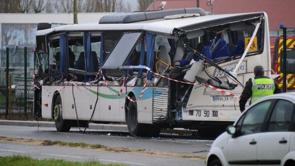Bus Sekolah Tabrakan dengan Truk di Prancis, 6 Anak Tewas