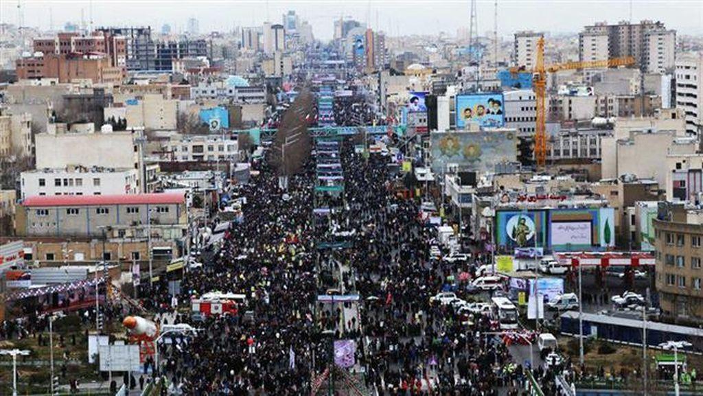 Jutaan Warga Iran Turun ke Jalan Peringati 37 Tahun Revolusi Islam