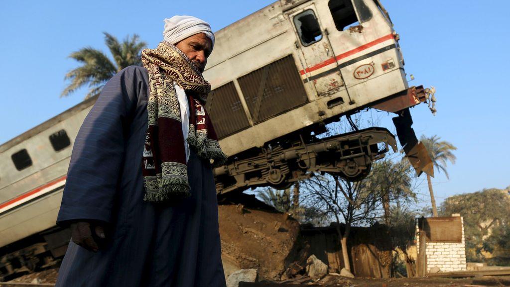 Kereta Api Terguling di Mesir
