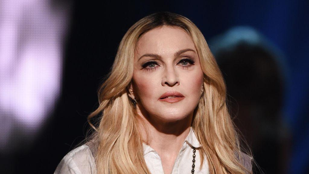 4 Bulan Terpisah, Akhirnya Madonna Bertemu Sang Putra