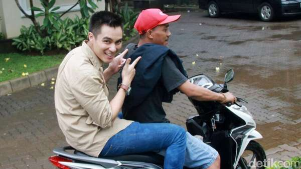 Dibonceng, Baim Wong Kok Nggak Pakai Helm?