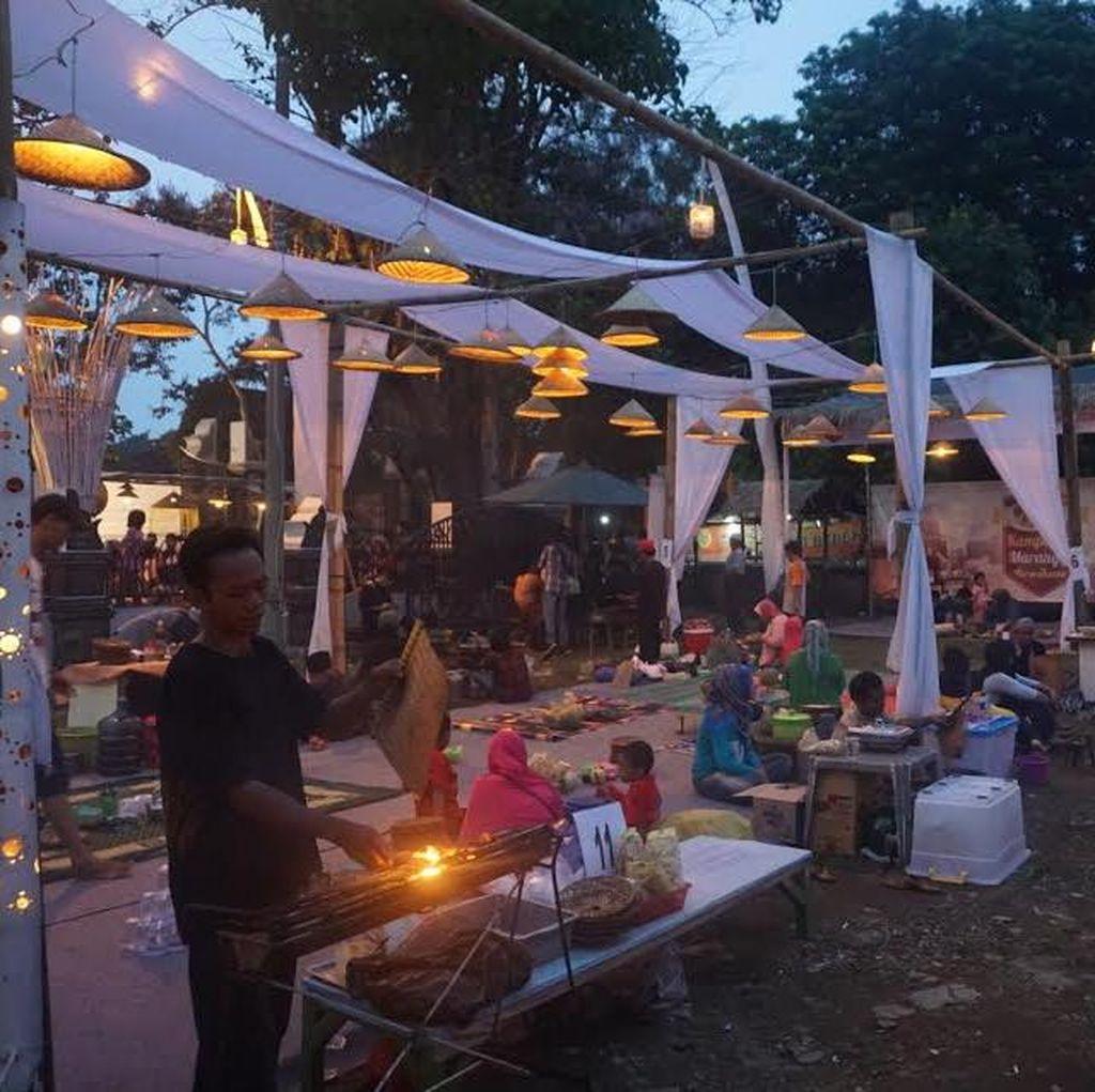 Begini Rasanya Makan Asik di Kampung Maranggi di Depan Taman Air Mancur Sribaduga