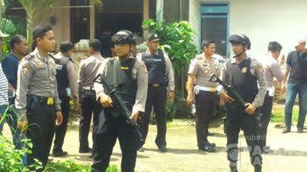 Penggeledahan di Karawang Terkait Penangkapan 5 Teroris Jaringan Bom Thamrin