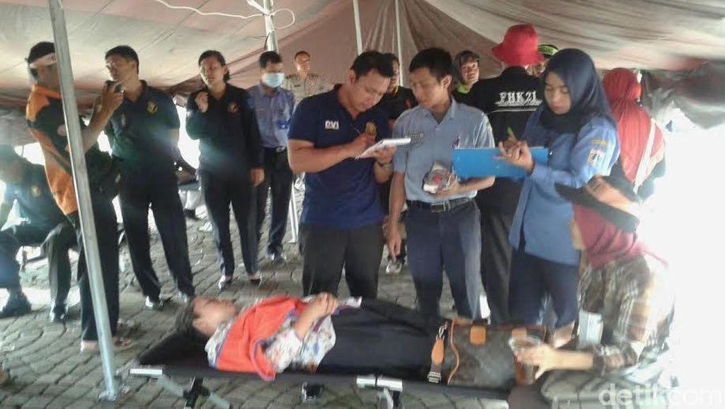 5 Guru Honorer yang Demo di Depan Istana Dilarikan ke RS karena Jatuh Sakit